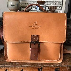 Ruitertassen vintage leather backpack crossbody